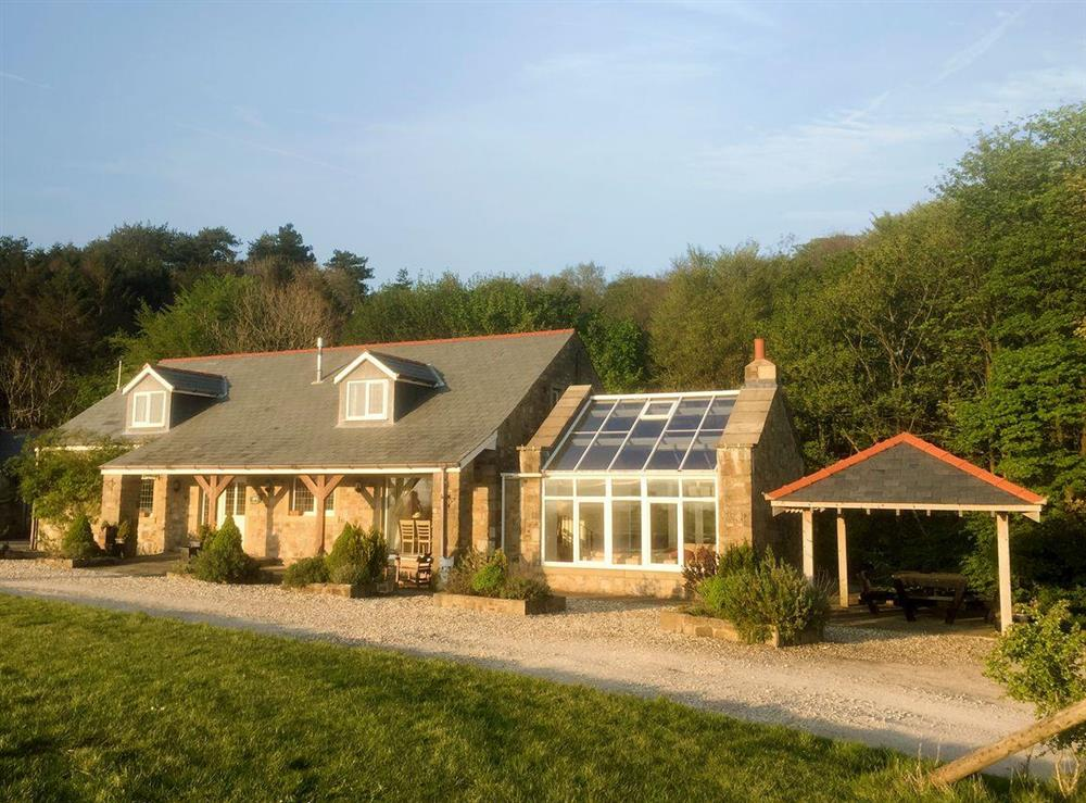 Attractive holiday property at Woodpecker Cottage,