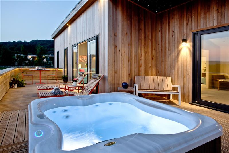 Decking and hot tub at Batcombe Hollow - Strawberryfield Park, Cheddar, Somerset