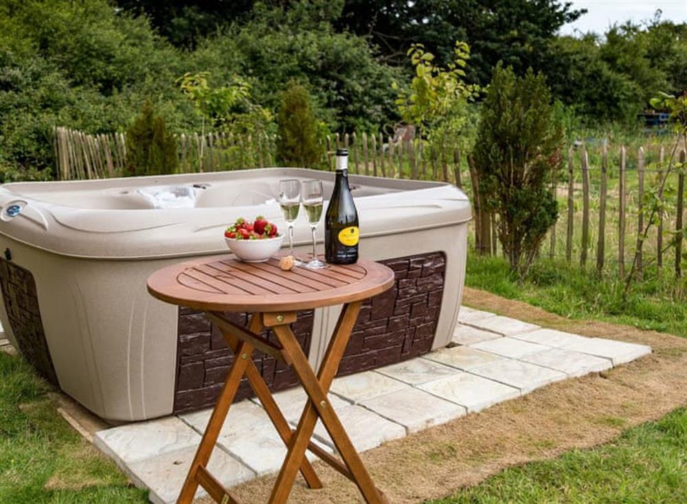 Hot tub at Bay at Buttercup Barn Retreats in , Wootton Bridge