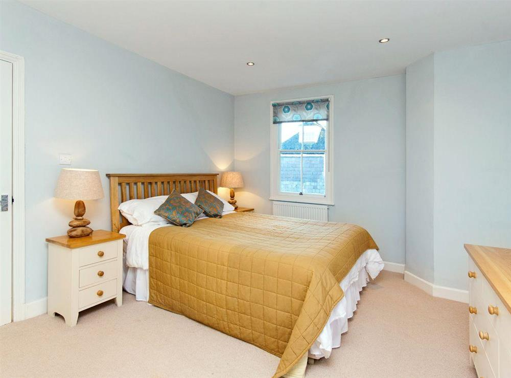 Large double bedroom at sleeps 5/6,