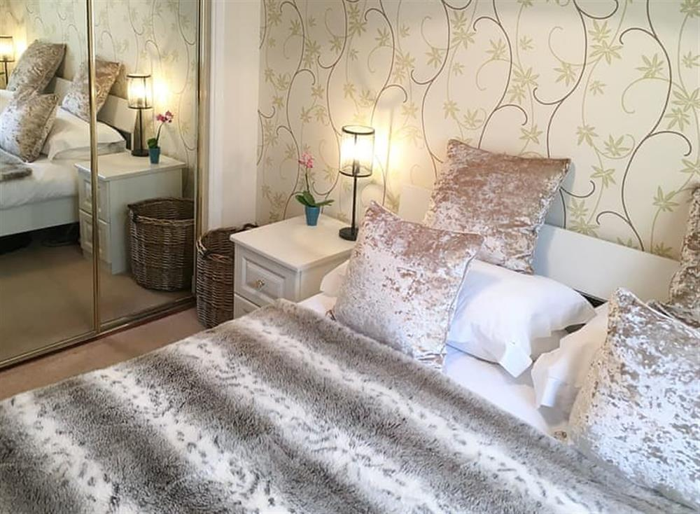 Welcoming double bedded room at Beachside in Ayr, Ayrshire