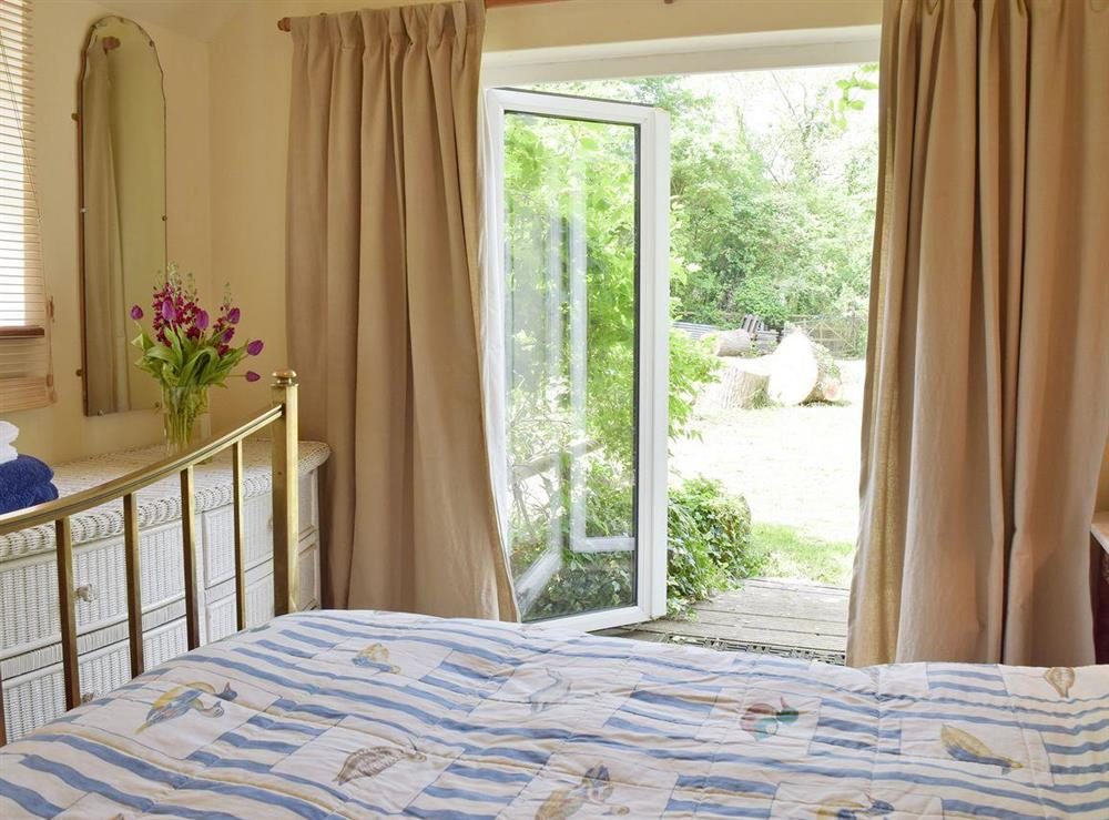 Comfy double bedroom at Beck Gate in Denton, near Bungay, Norfolk