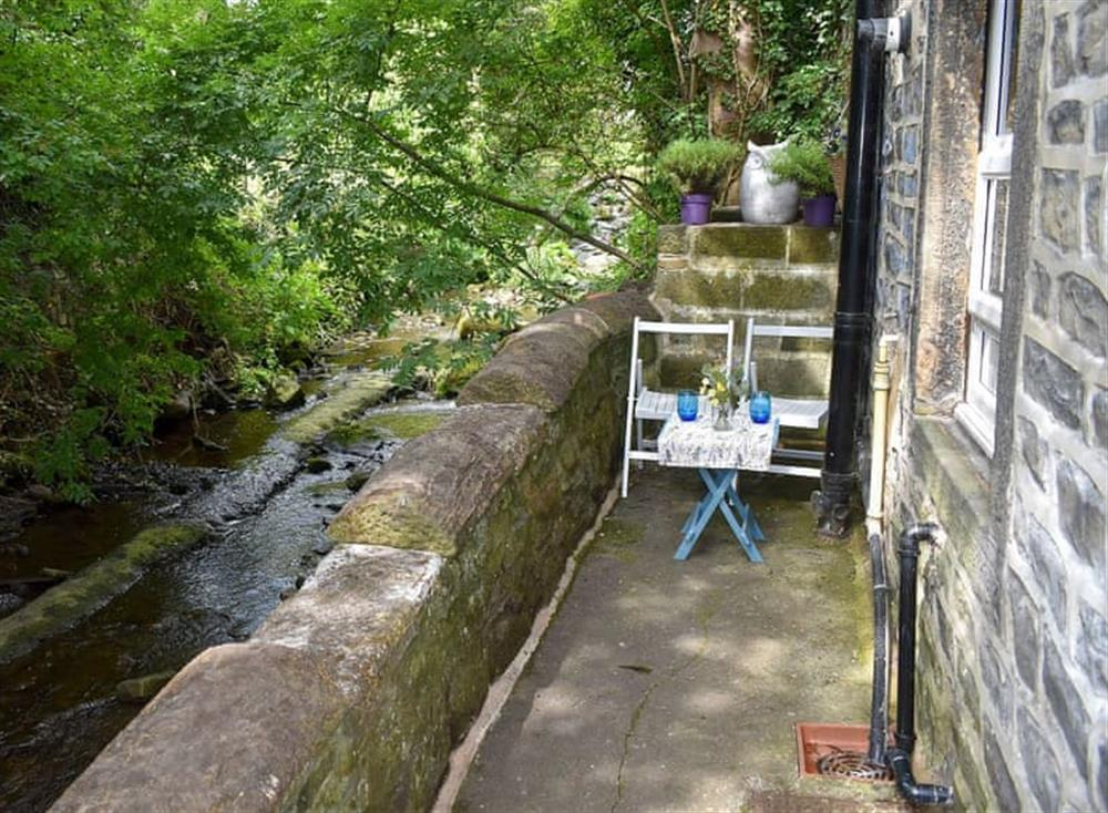 Sitting-out-area at Beckside Cottage in Silsden, West Yorkshire