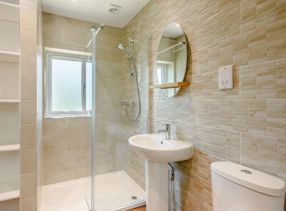En-suite (photo 2) at Alderfen Barn,