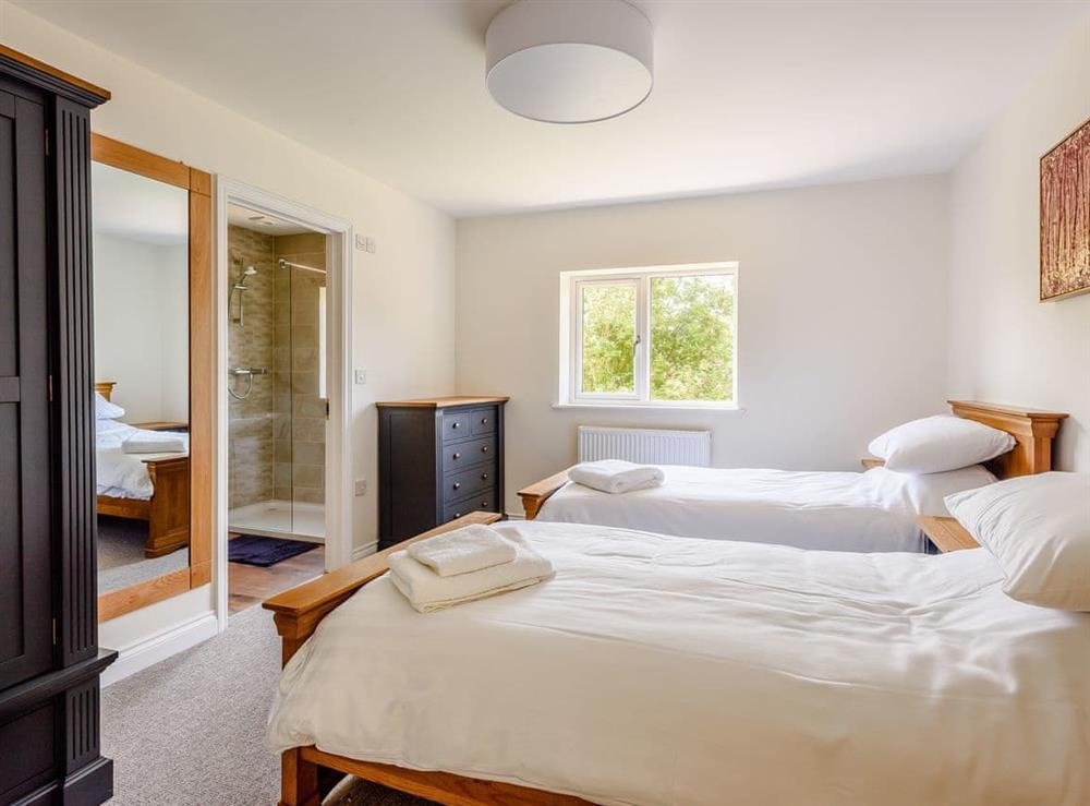 Twin bedroom (photo 2) at Alderfen Barn,