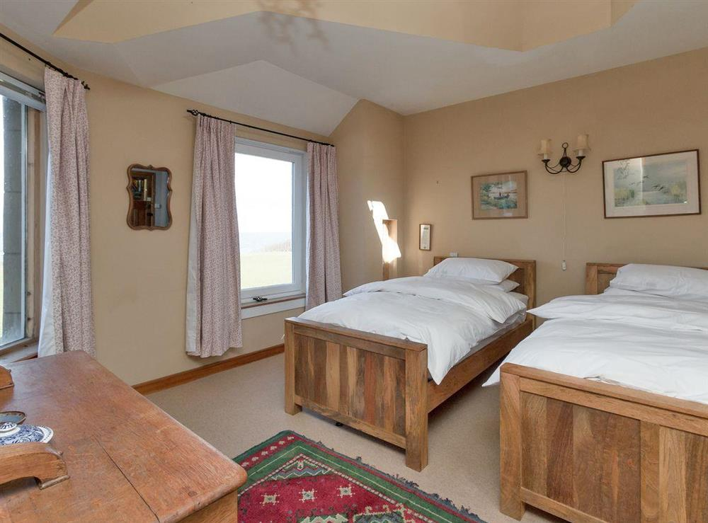 Double/twin bedroom with en-suite (photo 2) at Bentfield in Prestwick, Ayrshire