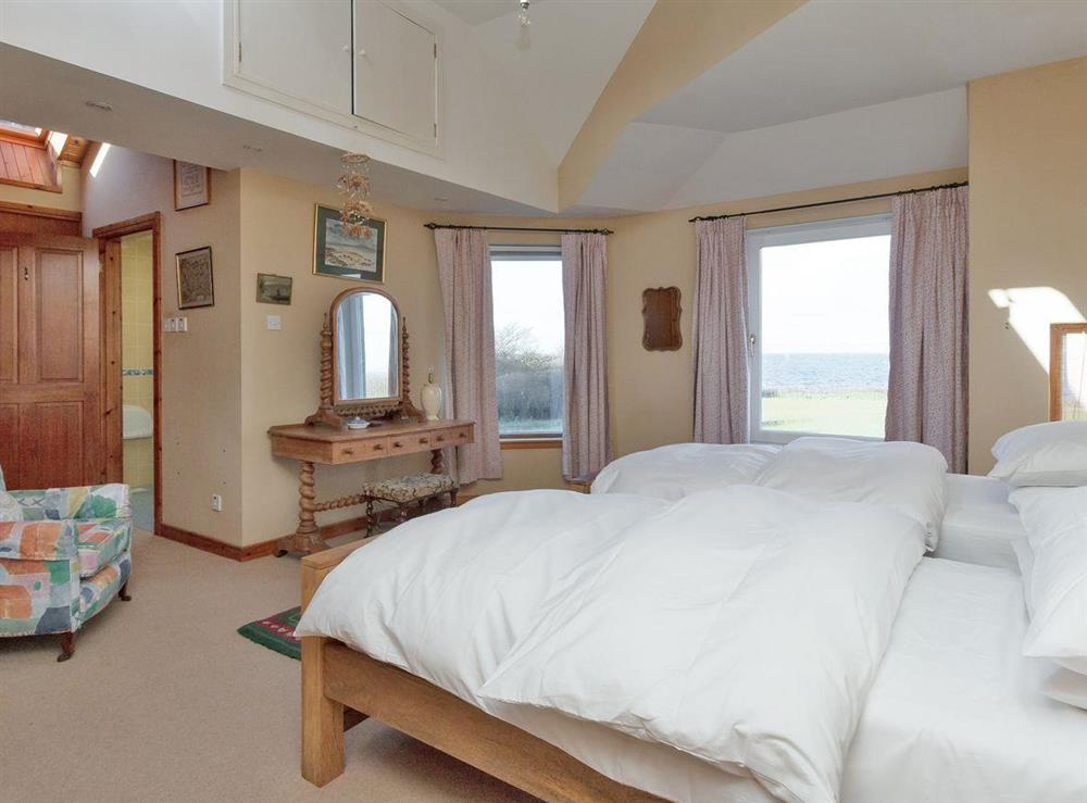 Double/twin bedroom with en-suite at Bentfield in Prestwick, Ayrshire