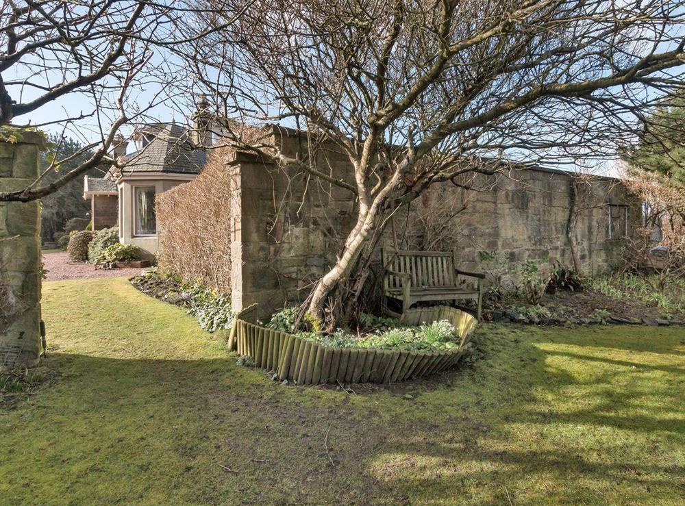 Private garden & grounds at Bentfield in Prestwick, Ayrshire