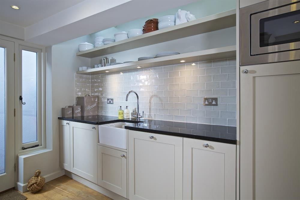 Elegantly crafted and well equipped kitchen at Berry Cottage in , Dittisham
