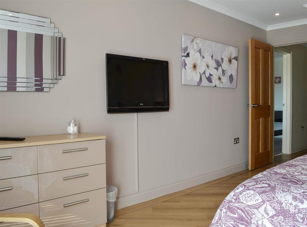 Kingsize bedroom with freeview TV & en-suite (photo 6) at Bodrydd,