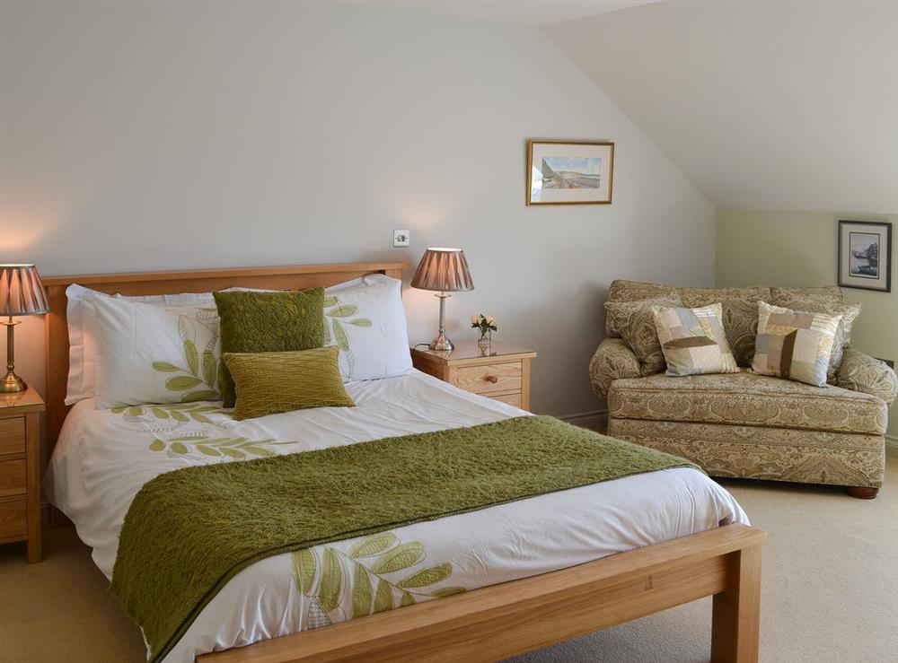 Kingsize bedroom with freeview TV & en-suite at Bodrydd,
