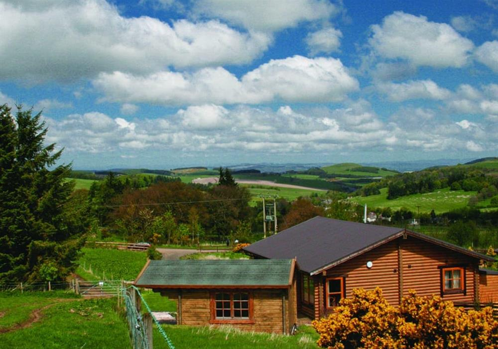 Bracken Log Cabin with summer house and hot tub at Bracken Log Cabin in Perth, Perthshire