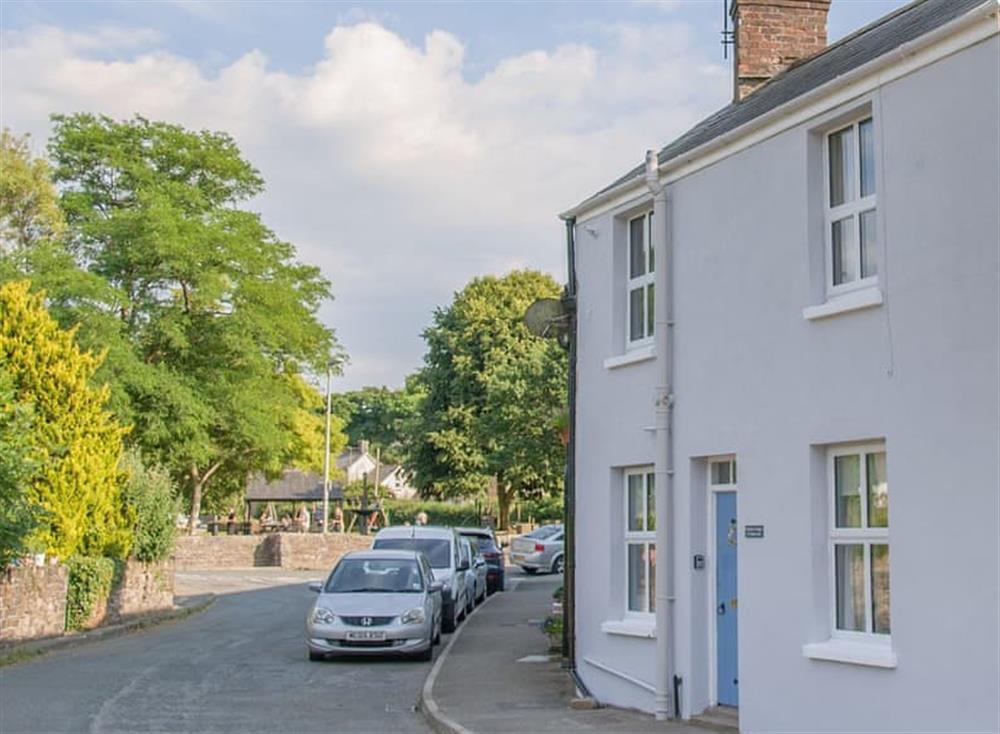Charming holiday home in attractive location at Bramble Cottage in Horrabridge, near Tavistock, Devon