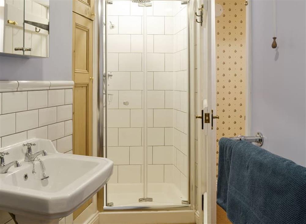 En-suite shower room (photo 2) at Bramble Cottage in Horrabridge, near Tavistock, Devon