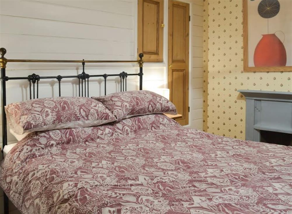 Relaxing double bedroom at Bramble Cottage in Horrabridge, near Tavistock, Devon