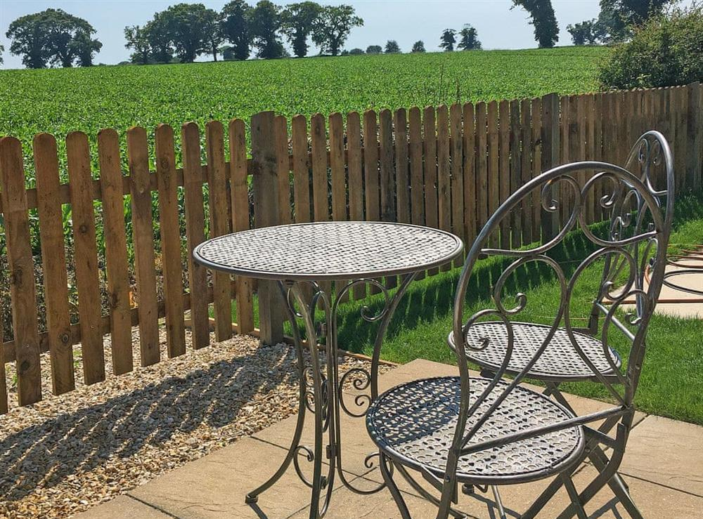 Sitting-out-area at The Wheelwright,