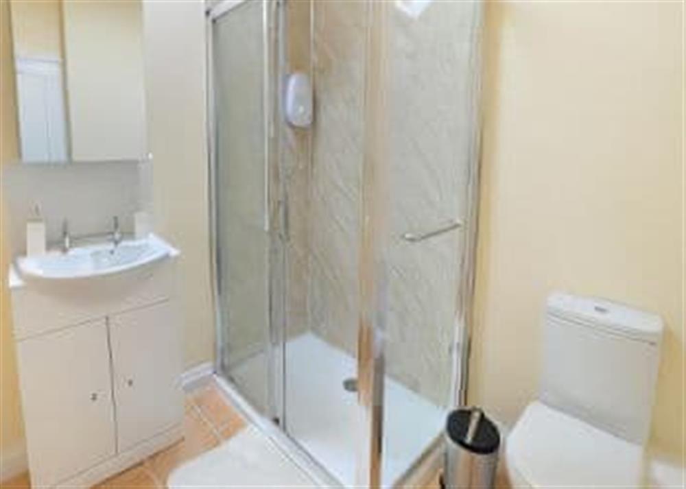 Bathroom at 2 Brick Kiln Barns,