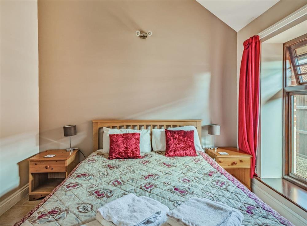 Double bedroom (photo 2) at 2 Brick Kiln Barns,