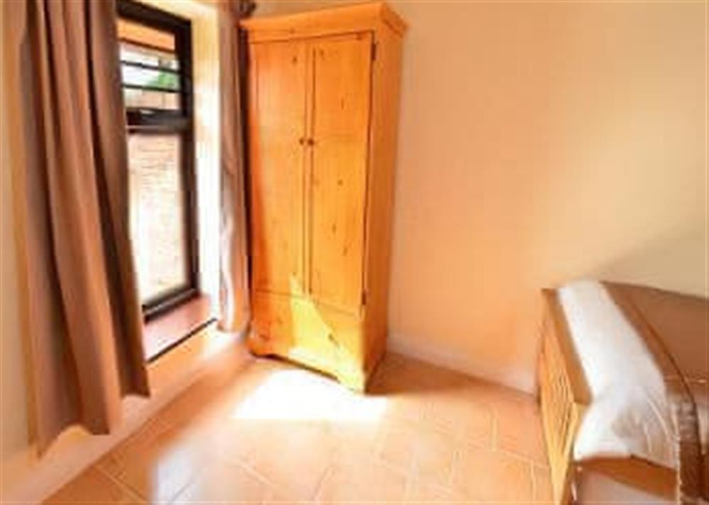 Double bedroom (photo 4) at 2 Brick Kiln Barns,
