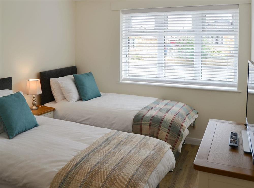 Comfortable twin bedroom at Broadland Hideaway in Martham, near Great Yarmouth, Norfolk