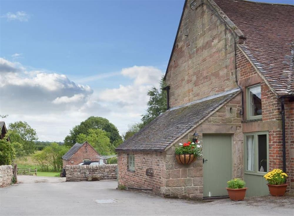 Lovely Derbyshire holiday cottage on the edge of the Peak District at Jasmine Cottage,