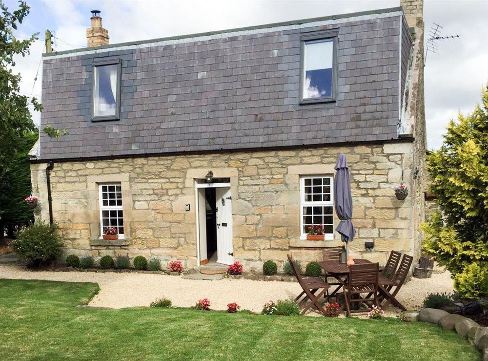 Pretty detached stone holiday cottage at Broomhouse Lodge in Edrom, near Duns, The Scottish Borders, Berwickshire