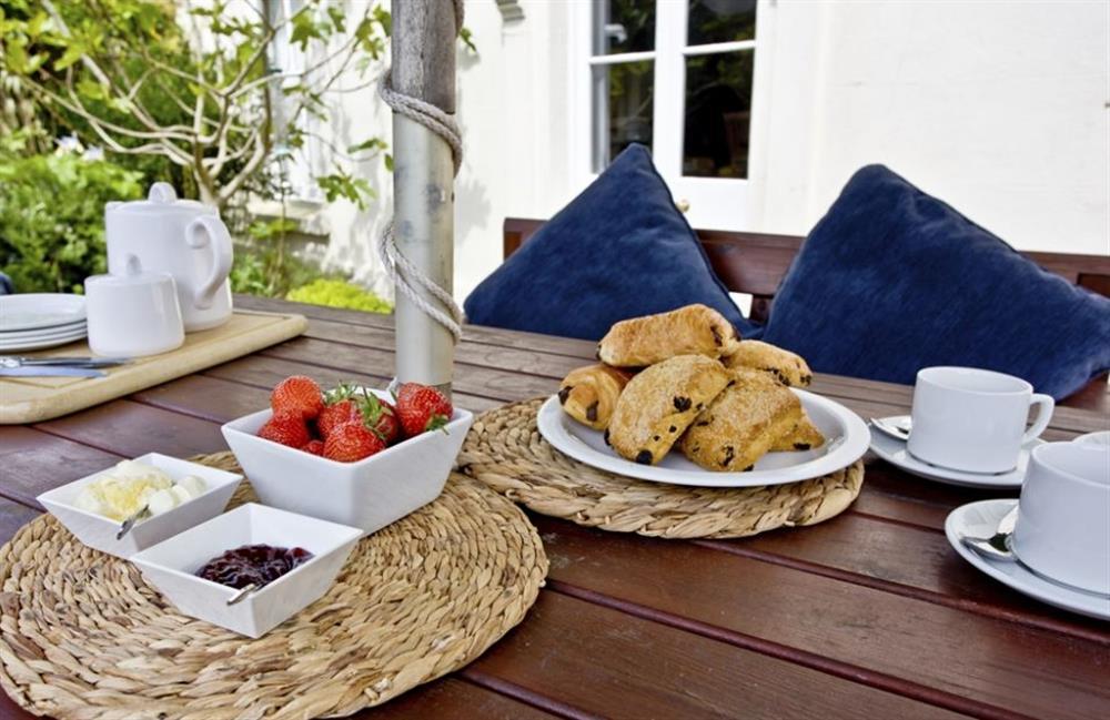 Outdoor dining at Buckland House, Nr Dartmouth, Devon