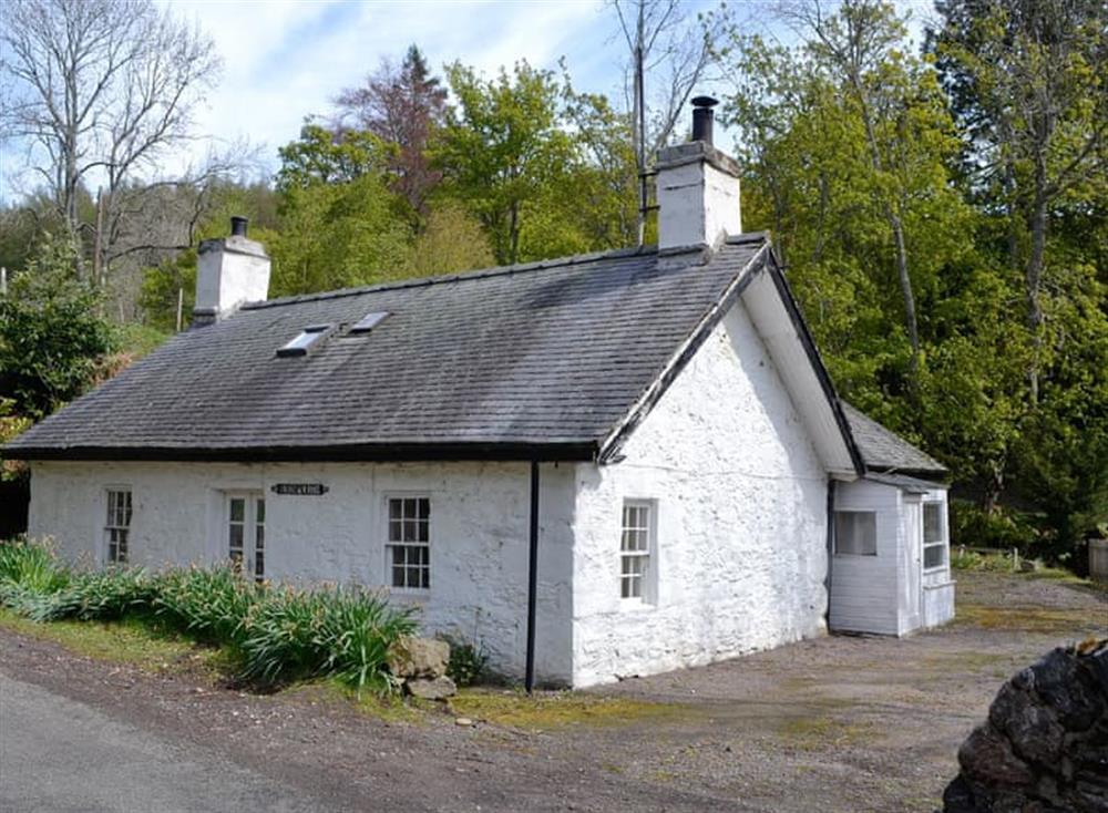Beautiful holiday cottage at Burnmouth in Glenprosen, near Kirriemuir, Angus