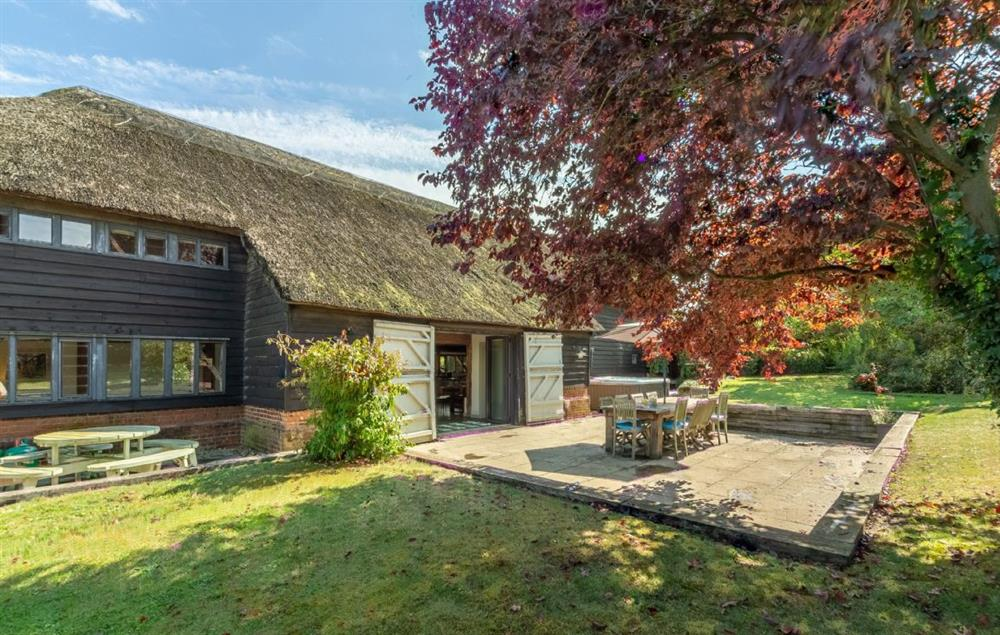 Butley Barn: Outdoor seating perfect for al-fresco dining