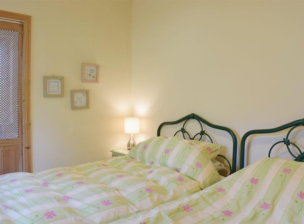 Comfortable twin bedded room at Butter Pen in Denton, near Bungay, Norfolk