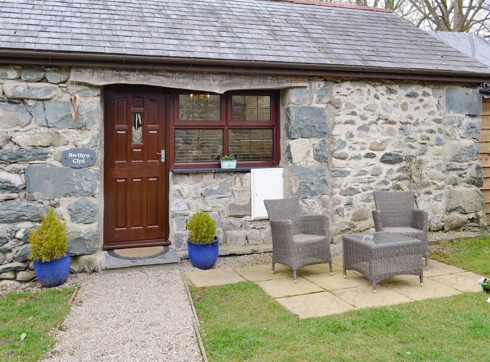 Romantic one bedroom semi-detached barn conversion at Bwthyn Clyd in Dyffryn Ardudwy, near Barmouth, Gwynedd