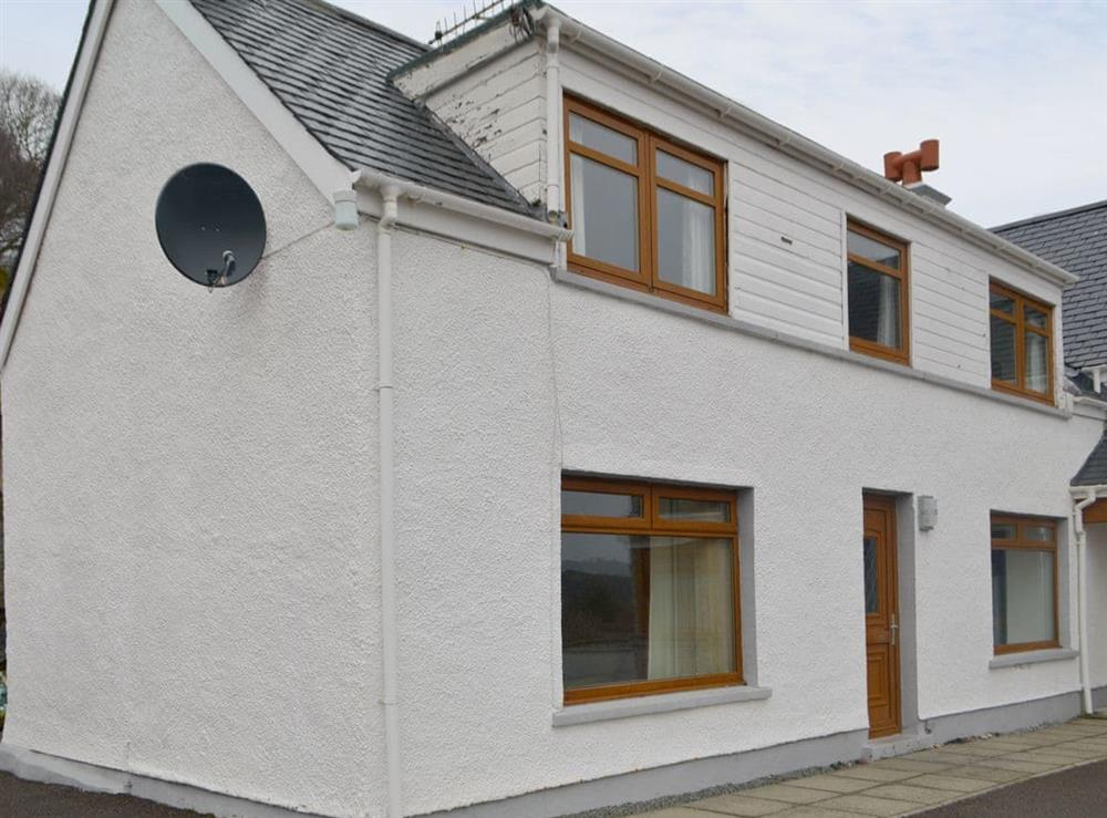 Attractive holiday home at Caisteal Laith Cottage,