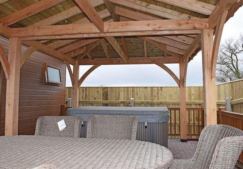 The hot tub at Teal Lodge at Caistor Lakes Lodges in Caistor, Market Rasen