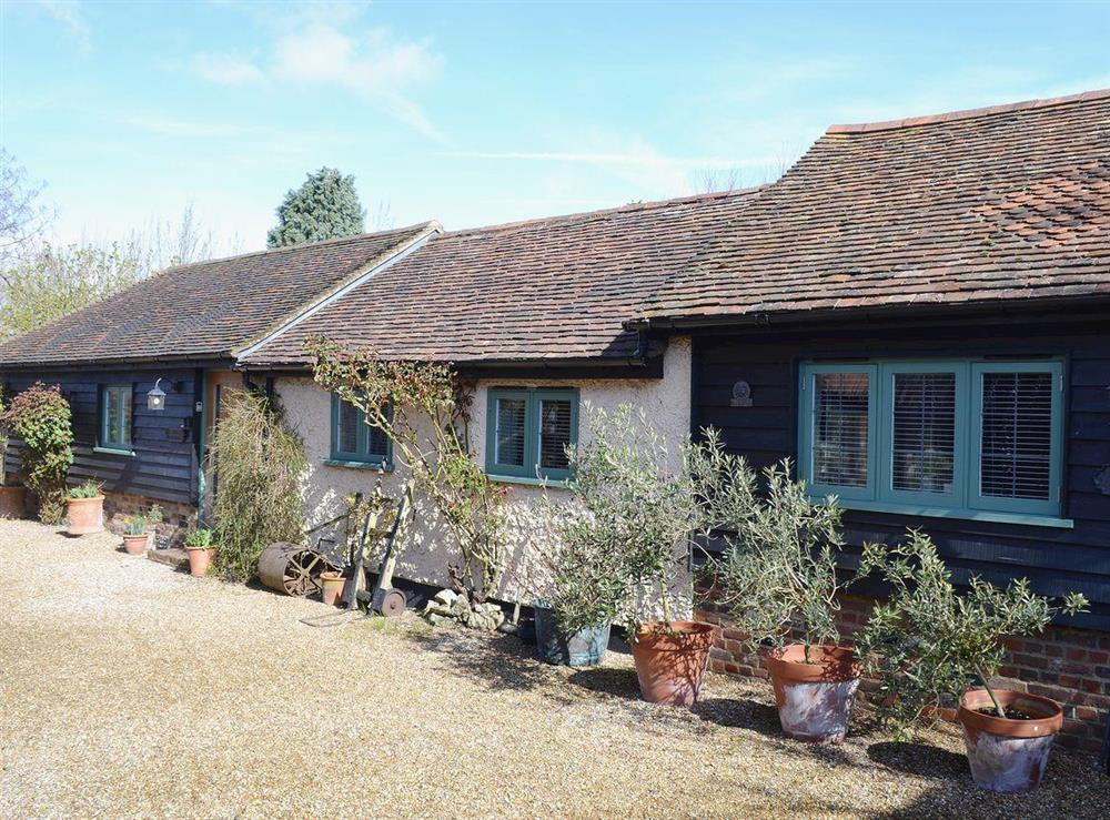 Single storey period property with luxurious furnishings in an idyllic English countryside setting at The Stables,