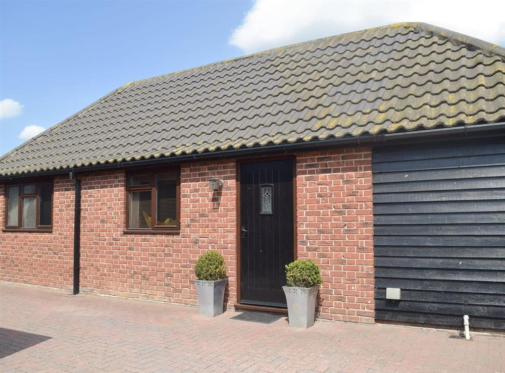 Lovely detached barn with hot tub at Carousel Cottage in Cantley, near Norwich, Norfolk