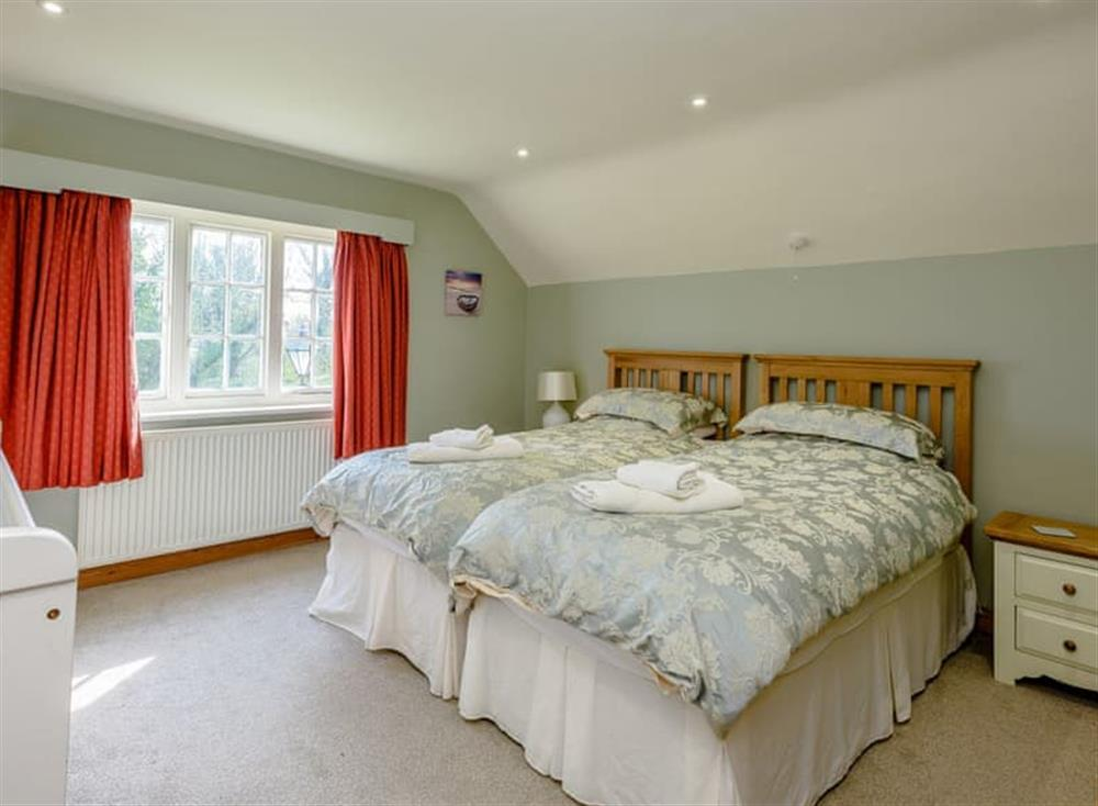 Twin bedroom (photo 2) at Castle Lodge in Mettingham, England