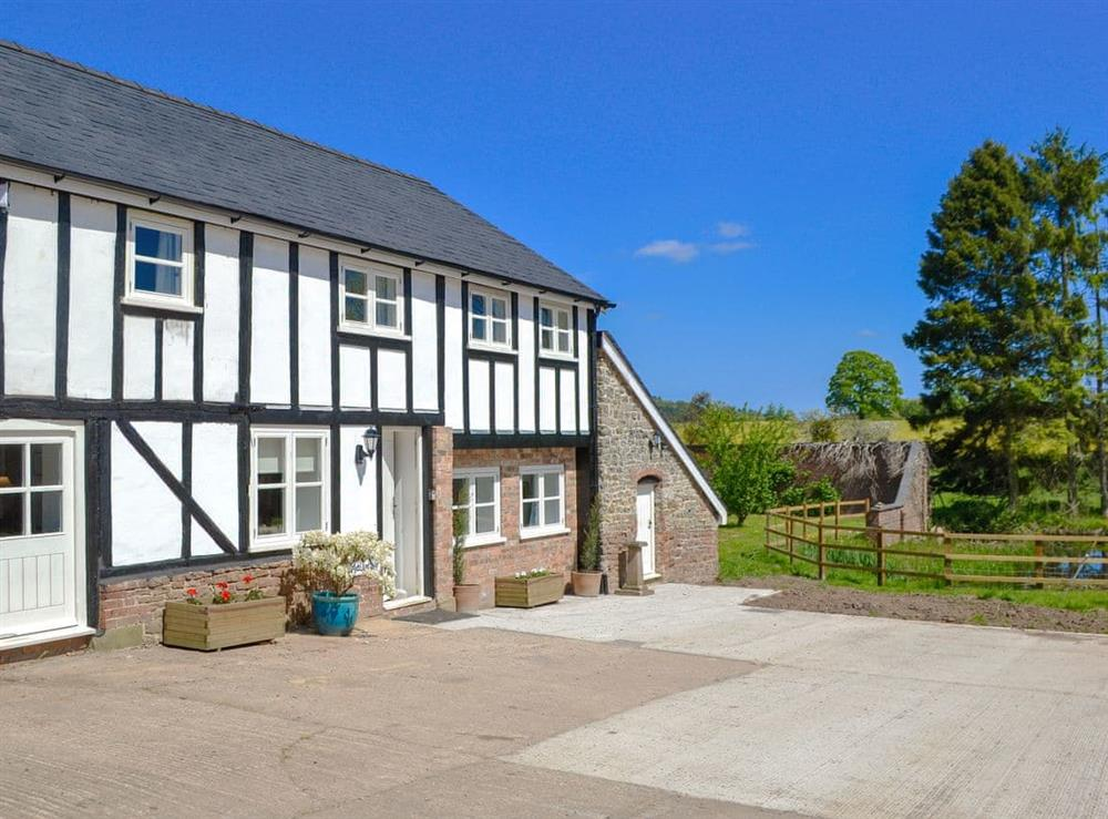 Beautiful semi-detached Georgian property dating back to the 1700s at The Hop Cottage,