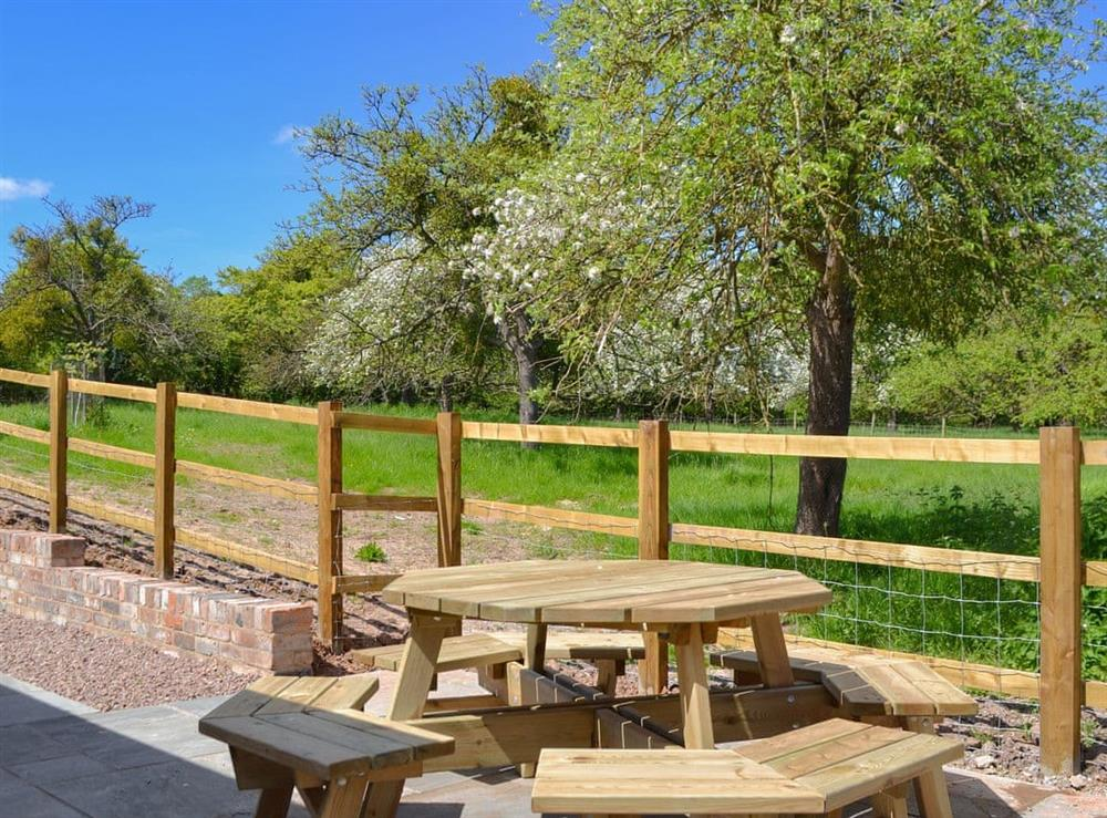Sitting-out-area at The Hop Cottage,