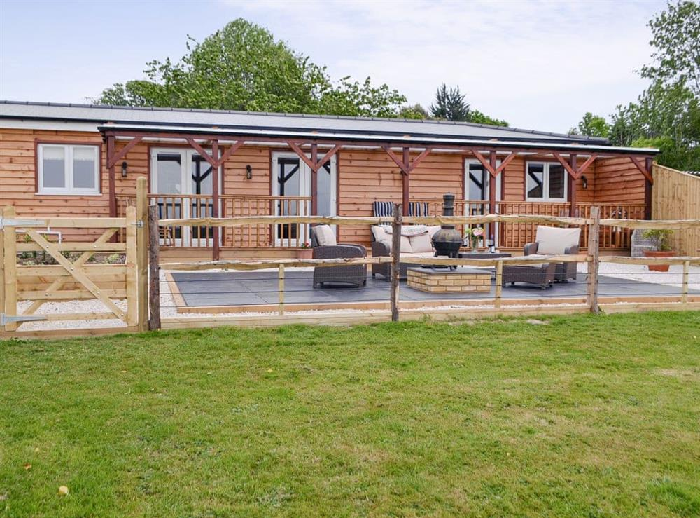 Charming single-storey holiday home at Cedar Lodge in Cowbeech, near Hailsham, East Sussex