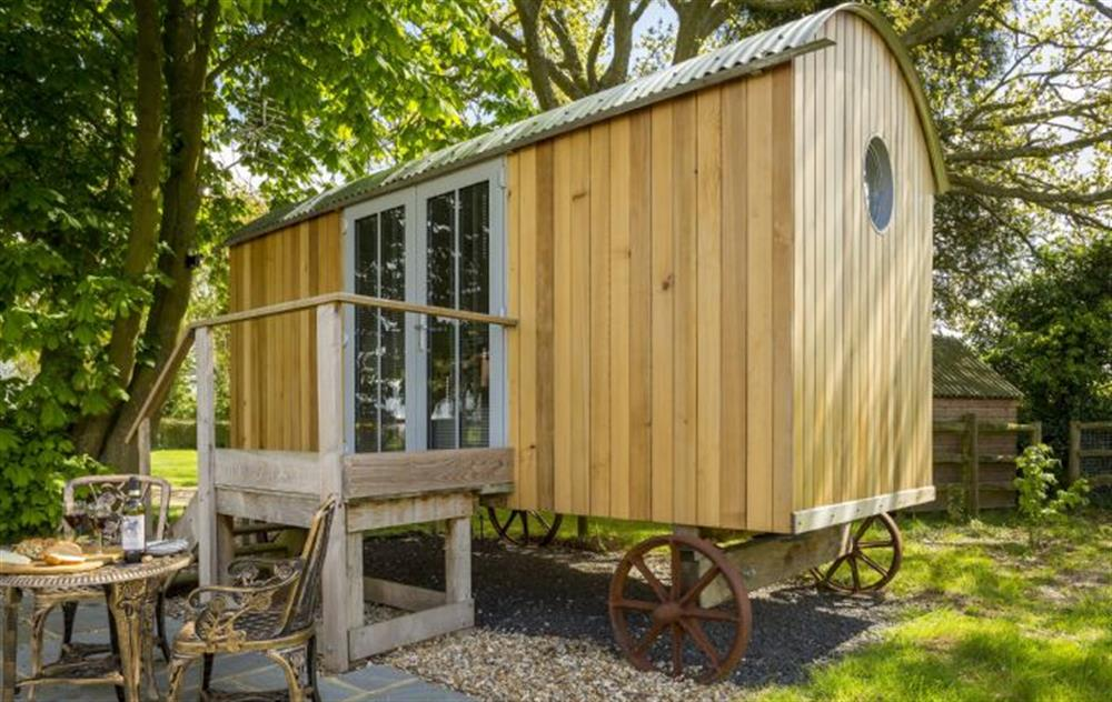 Cedar Tree is a wonderfully compact yet luxurious shepherd's hut for couples overlooking the North Wessex Downs