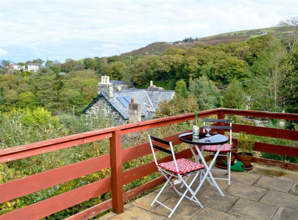 Sitting-out-area at Ceinion in Harlech, Gwynedd