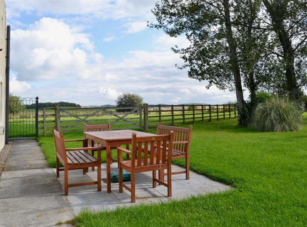 Sitting-out-area at Chestnut Cottage in Prestwick, Ayrshire