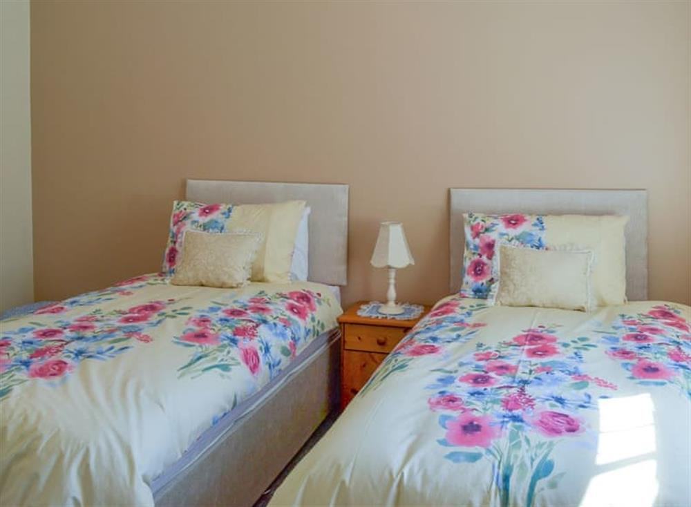 Pretty twin bedded room at Christine Cottage in Flamborough, North Humberside