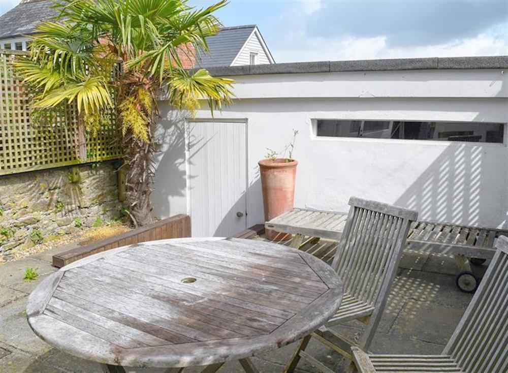 Flagged courtyard with outdoor furniture, BBQ and optional sail cloth privacy screens