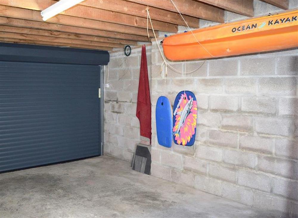 Garage, parking for one