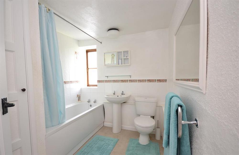 The family bathroom at Churchgate House, Blackawton