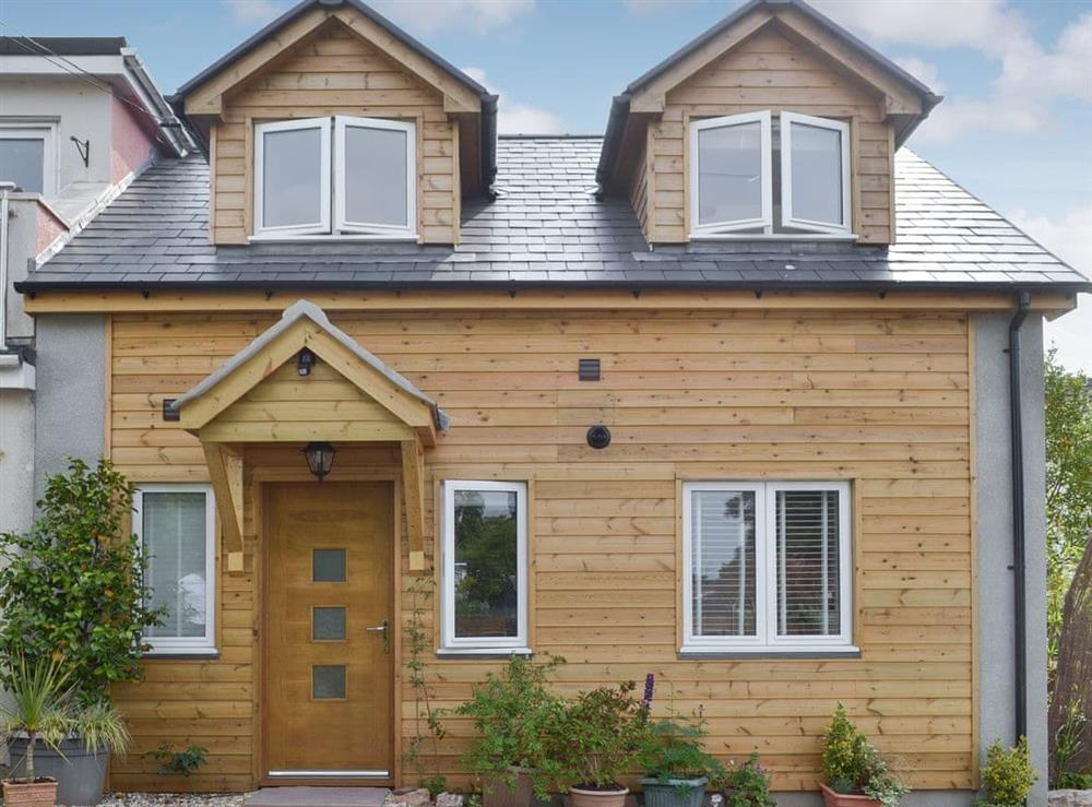 Cirl Cottage is a detached property