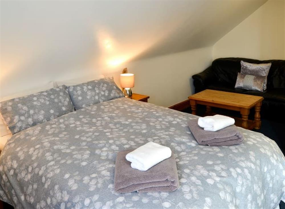 Comfortable bedroom with kingsize bed and en-suite (photo 2) at Clamp Farm Barn 2 in Stowmarket, Suffolk