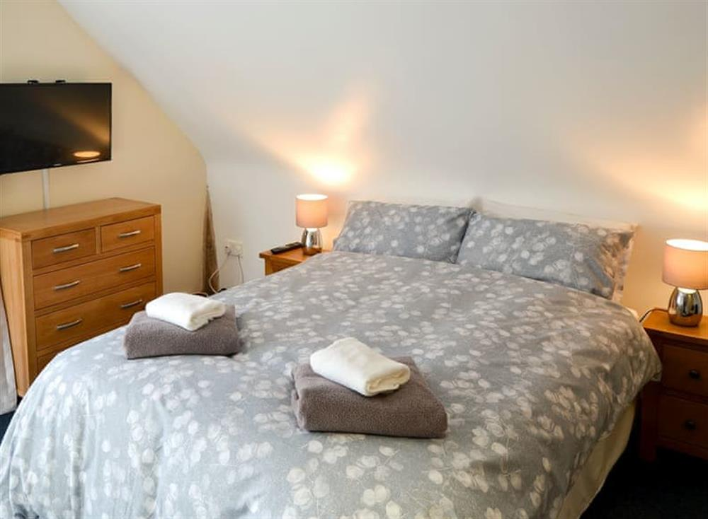 Comfortable bedroom with kingsize bed and en-suite at Clamp Farm Barn 2 in Stowmarket, Suffolk