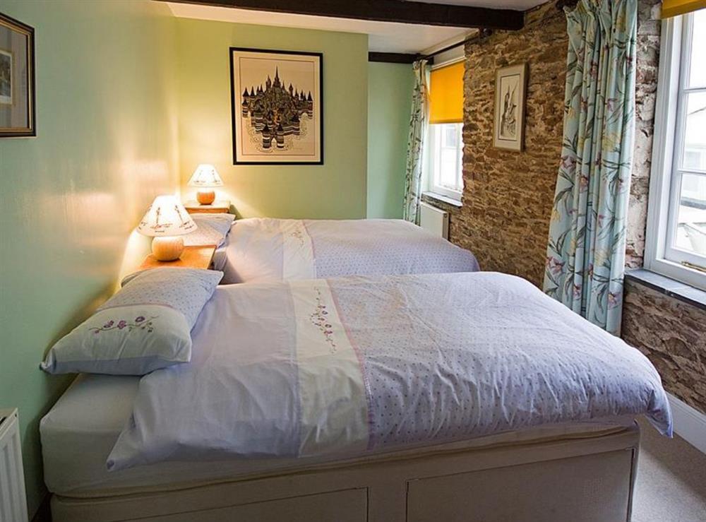 Bedroom 1 Twin with En-Suite Shower at Clarence Street 36 in Dartmouth, Devon